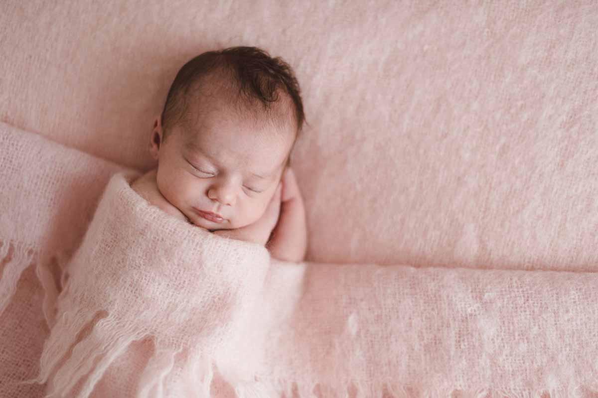 En newborn fotografering er en fotografering hvor man kun fokusere på at få barnet til at sove