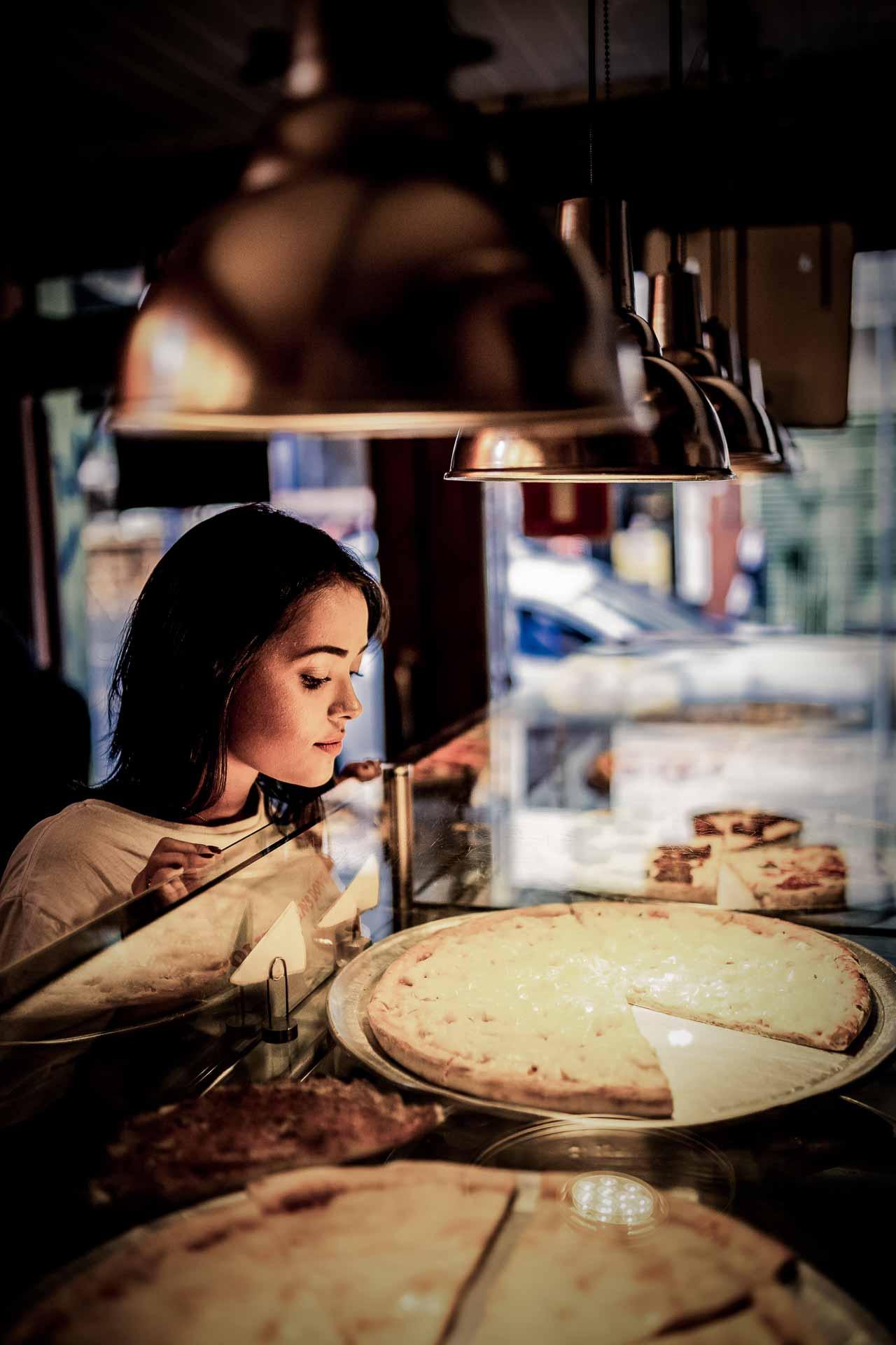 Fagudlært reklamefotograf med passion for detaljen.